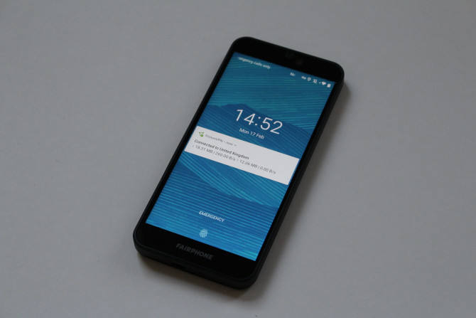 Fairphone 3 frontal con pantalla