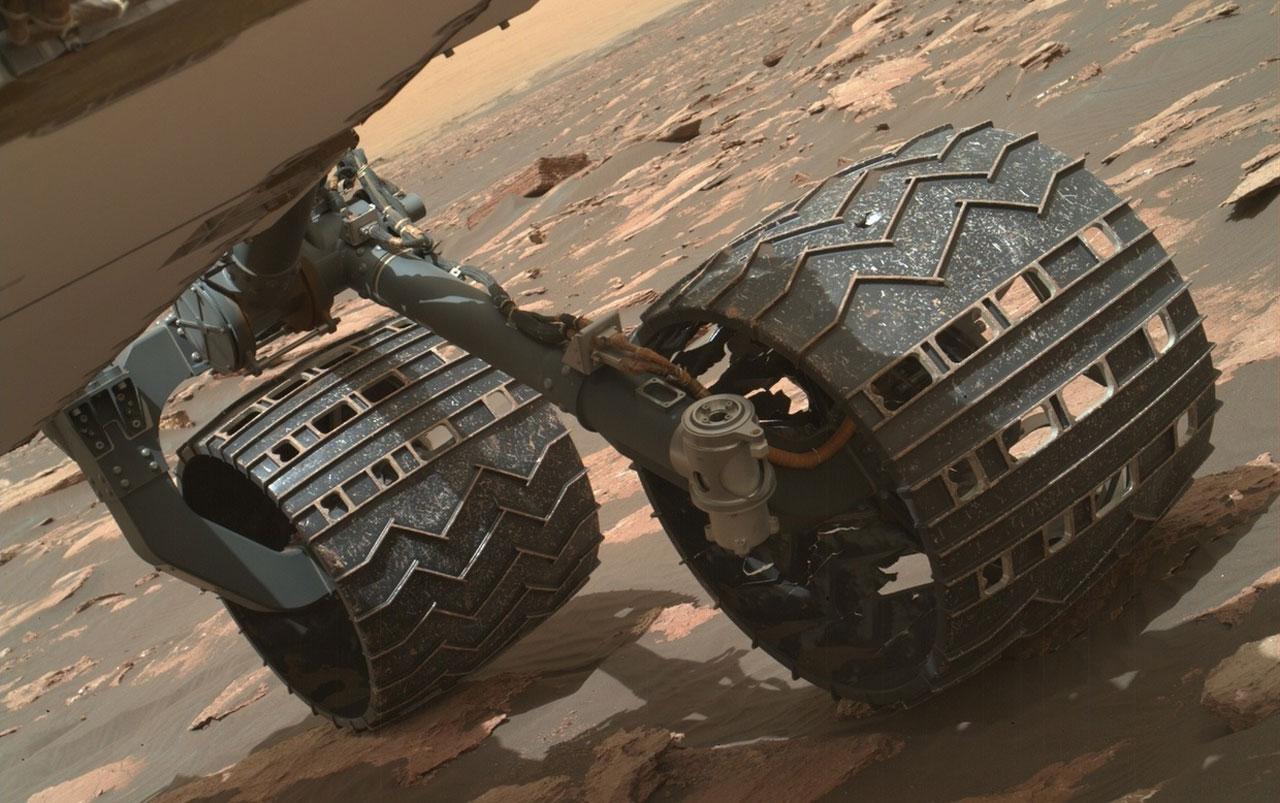 El rover Curiosity podría deshacerse de una rueda rota para continuar explorando