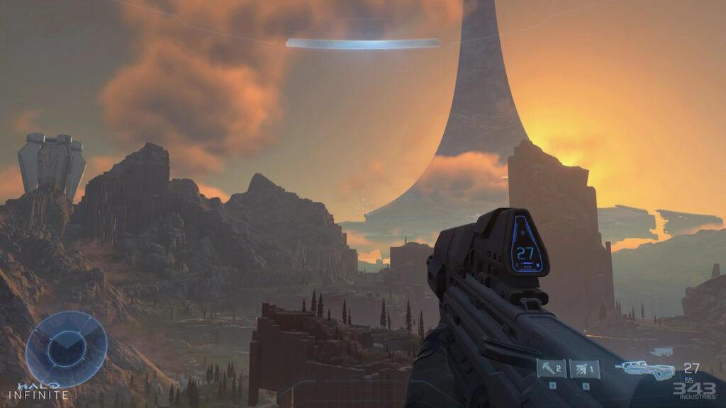 Personaje de Halo Infinite mirando al valle